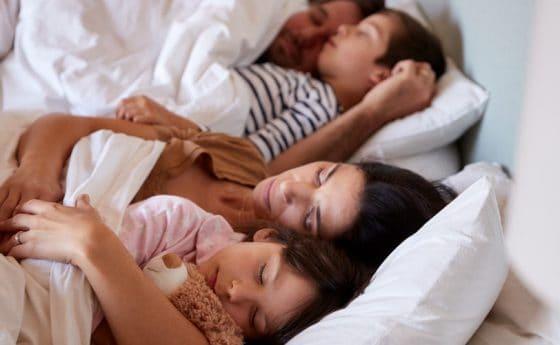 Os prós e contras da cama compartilhada