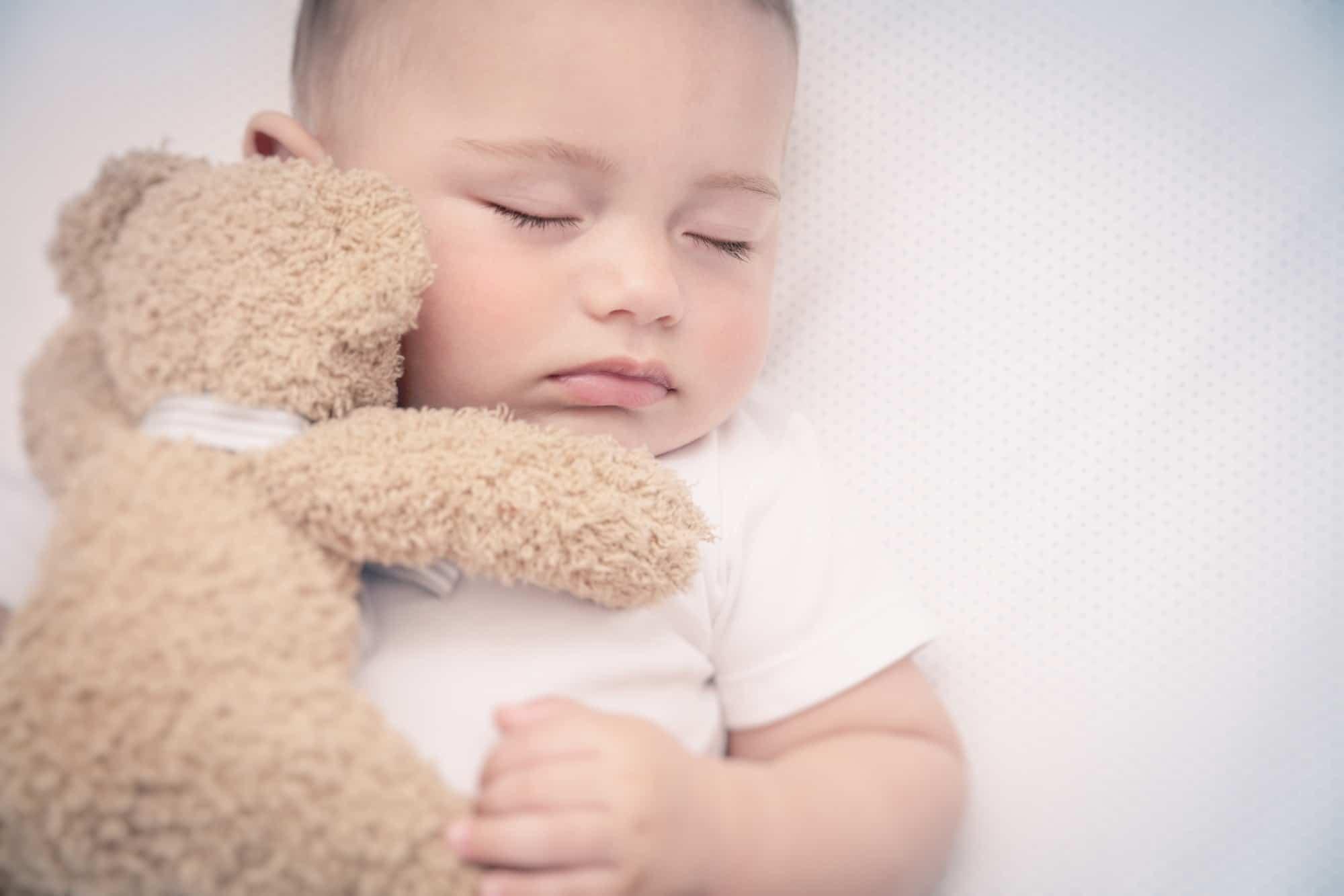 A importância de uma rotina consistente para bebês e crianças e sua influência no sono